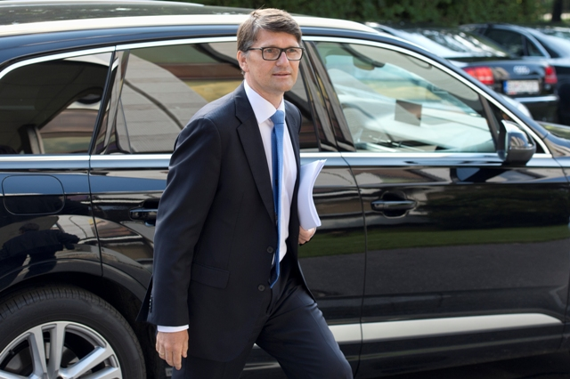 Na snímke minister kultúry SR Marek Maďarič prichádza na rokovanie vlády