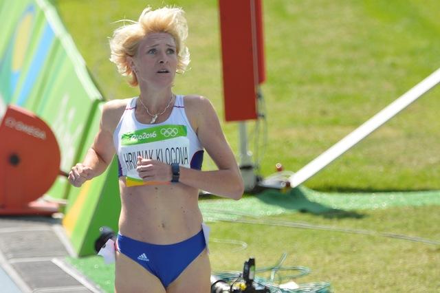 Na snímke vpravo slovenská atlétka Lucia Hrivnák-Klocová po rozbehu na 800 metrov žien na OH v brazílskom Riu de Janeiro