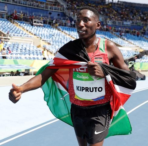 Kenský bežec Conseslus Kipruto vyhral beh na 3000 m cez prekážky v novom olympijskom rekorde 8:03,29 min na OH v brazílskom Riu de Janeiro