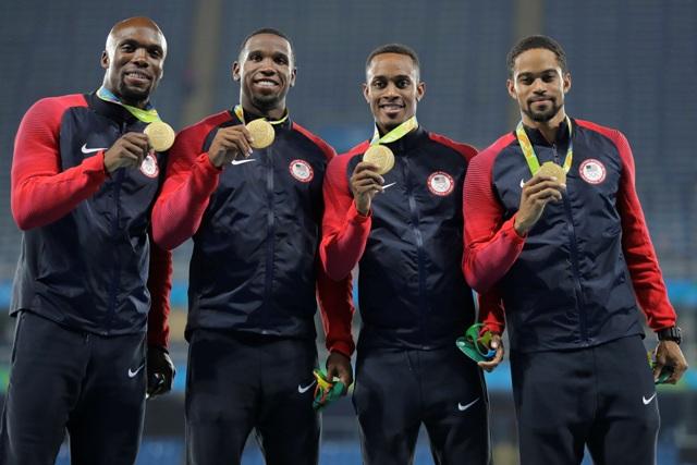 Americké atletické kvarteto LaShawn Merritt, Gil Roberts, Tony McQuay a  Arman Hall získalo zlatú medailu vo finále behu na 4x400 m na OH 2016 v Riu de Janeiro
