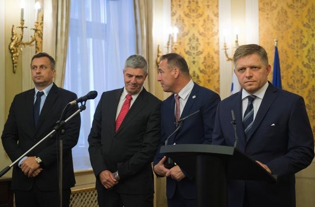 Na snímke sprava predseda strany Smer-SD Robert Fico, predseda strany #Sieť Roman Brecely, predseda strany Most-Híd Béla Bugár a predseda strany SNS Andrej Danko