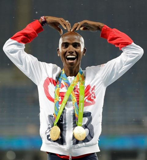 Britský vytrvalec Mo Farah sa raduje zo zisku zlatej medaily v behu na 5000 metrov na OH v Riu de Janeiro