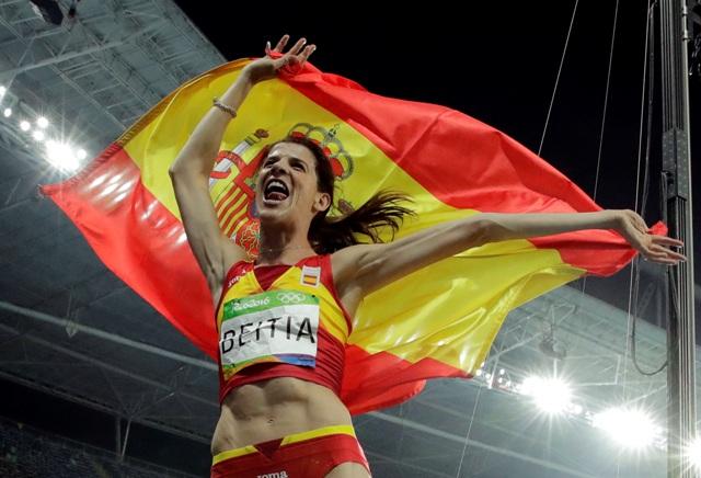 Španielska výškarka Ruth Beitiová získala vo veku 37 rokov zlatú medailu na OH v Riu de Janeiro, keď vo finále súťaže žien triumfovala výkonom 1,97 m