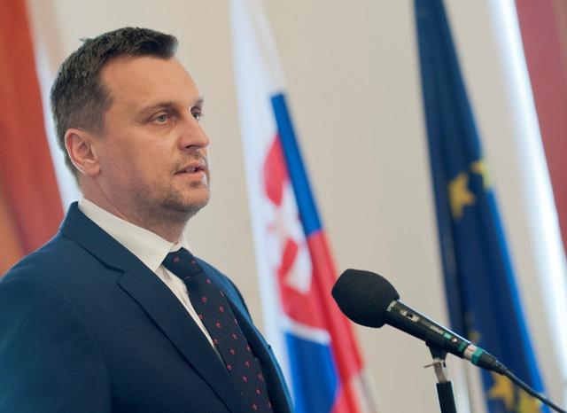 Na snímke vľavo predseda Národnej rady Slovenskej republiky Andrej Danko