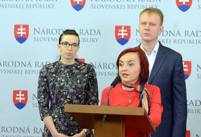 Na snímke zľava Simona Petrík, Miroslav Beblavý, Katarína Macháčková