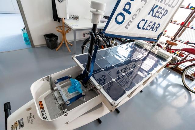 Na snímke slovenská robotická plachetnica