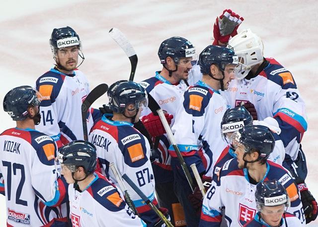 Na snímke radosť Slovenských hokejistov po výhre nad Rakúskom v medzištátnom prípravnom hokejovom zápase Rakúsko - Slovensko