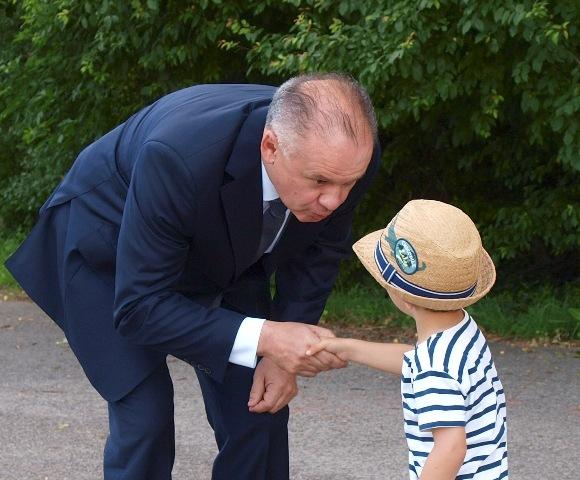 Na snímke prezident SR Andrej Kiska (vľavo)