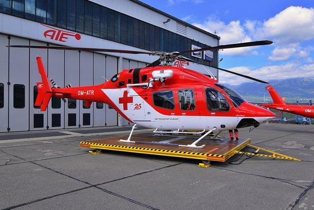 Na snímke nový vrtuľník Vrtuľníkovej záchrannej zdravotnej služby Air-Transport Europe Bell 429 pred hangárom na letisku Poprad-Tatry v Poprade