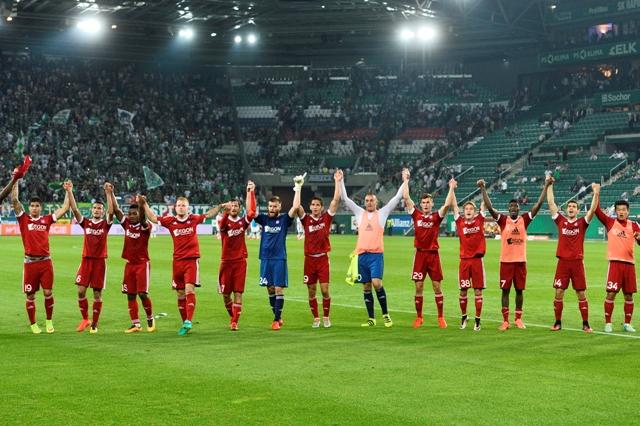 Trenčania po zápase ďakujú fanúšikom po skončení  odvety play off Európskej ligy Rapid Viedeň - AS Trenčín