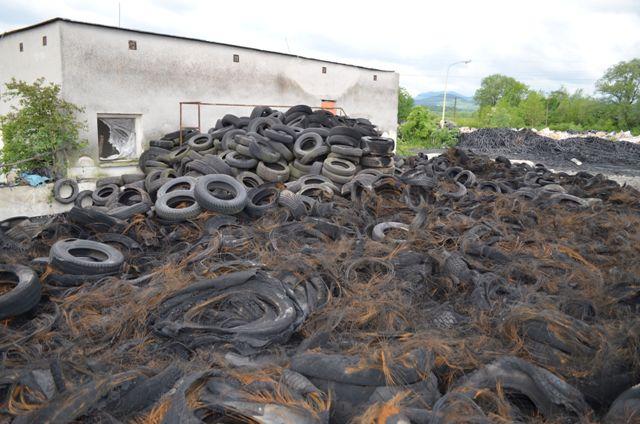 Na snímke škody po požiari  v areáli jednej z firiem v Beluši Foto:TASR-KR PZ Trenčín
