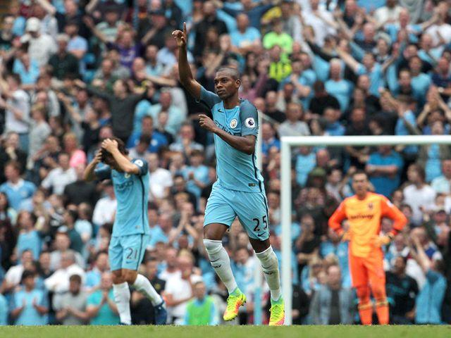 Na snímke hráč Manchestru City Fernandinho oslavuje gól v zápase 3. kola anglickej futbalovej Premier League Manchester City - West Ham United (3:1)