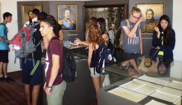 Mladí ľudia z celého sveta prišli do Rišňoviec, aby spoznali slovenskú históriu a kultúru a našli si tam nových priateľov