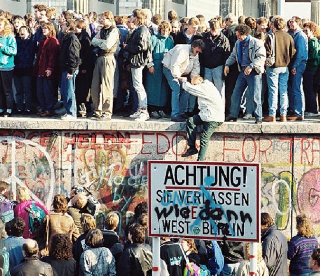 Berlínsky múr v čase jeho pádu v roku 1989