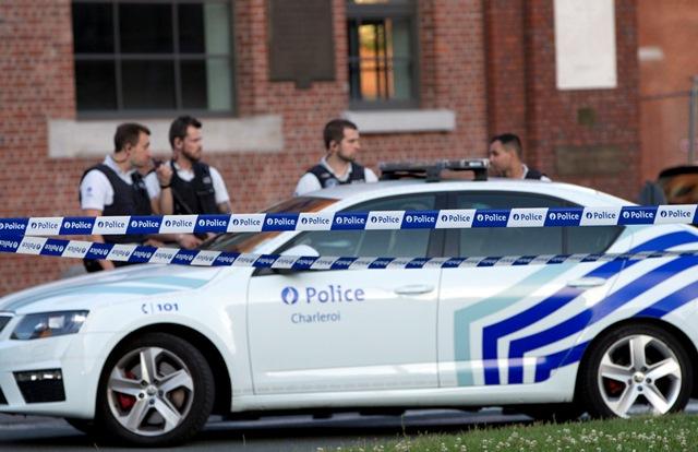 Na snímke policajná stanica v Charleroi, kde sa odohral útok na dve policajtky