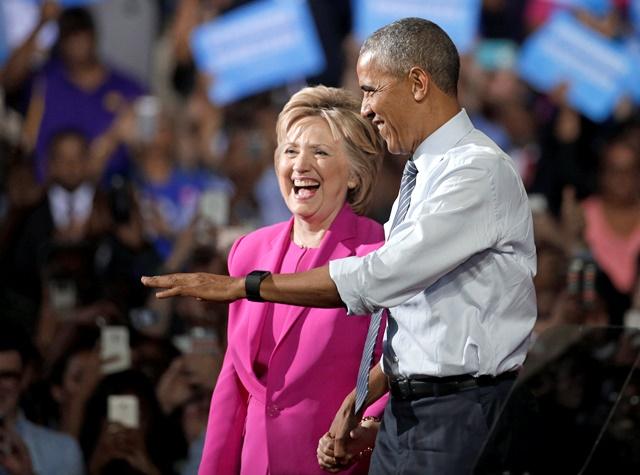 Americký prezident Barack Obama  (vpravo) a americká demokratická prezidentská kandidátka Hillary Clintonová