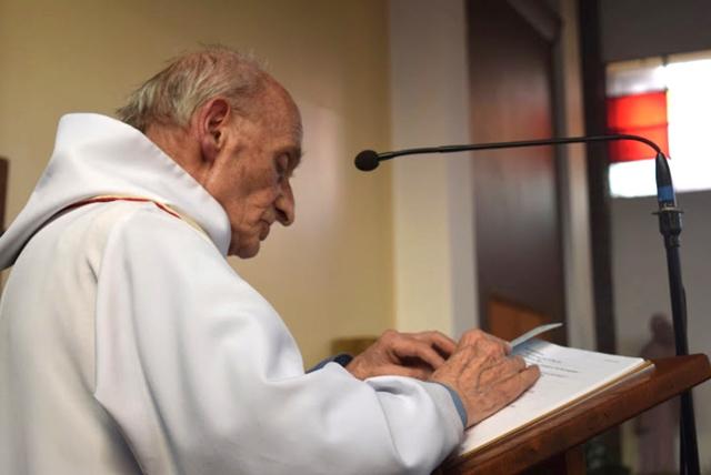 Na snímke zavraždený kňaz Jacques Hamel