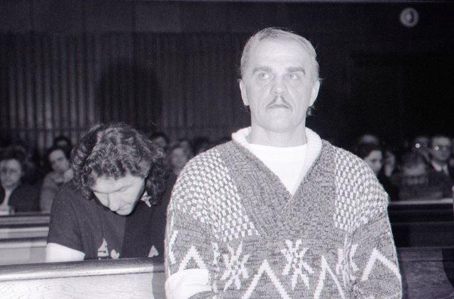 Na snímke z roku 1992 obžalovaní Ján Molnár (v popredí) a Ľubor Masár (sklonená hlava)