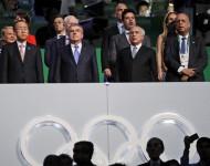 Generálny tajomník OSN Pan Ki-mun (vľavo), prezident Medzinárodného olympijského výboru (MOV) Thomas Bach (druhý vľavo) a dočasný brazílsky prezident Michel Temer na otváracom ceremoniáli