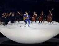 Paulinho da Viola spieva brazílsku národnú hymnu