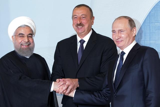 Na snímke  prezidenti Ilhan Alijev, Hasan Rúhání a Vladimir Putin