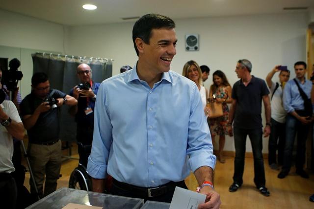 Líder španielskej socialistickej robotníckej strany (PSOE) Pedro Sanchez