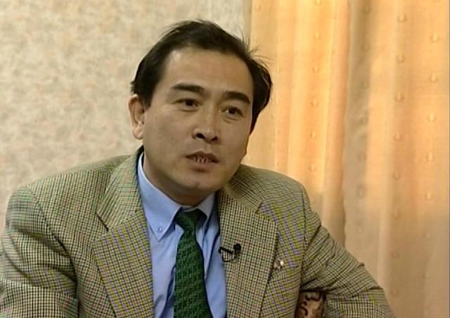Na videosnímke z roku 2004 severokórejský diplomat Tche Jong-ho