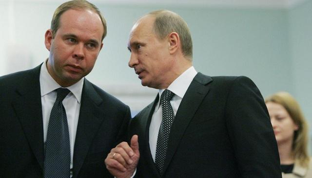 Ruský prezident Vladimír Putin ( v pravo) menoval za nového šéfa svojej administrácie rodáka z Estónska Antona Vajna