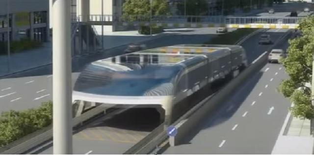 Futuristický autobus v mestskej premávke