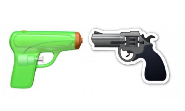 Čierno-strieborný revolver má byť nahradený neškodnou zeleno-oranžovou vodnou pištoľou
