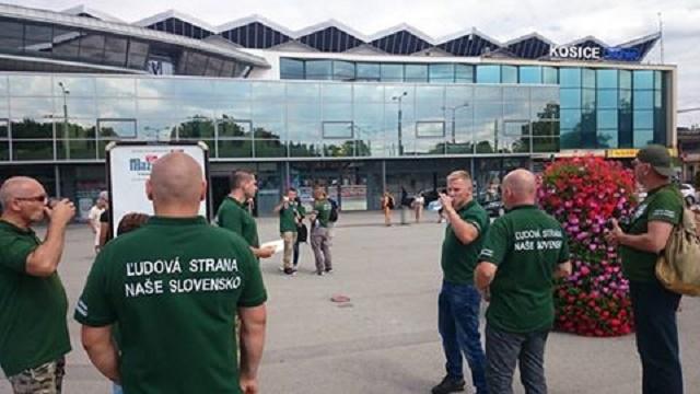 Dobrovoľníci z hliadok v Košiciach