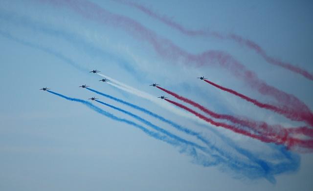 Na snímke francúzska akrobatická letka Patrouille de France poèas druhého dòa Medzinárodných leteckých dní SIAF na Sliači