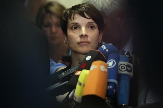 Líderka euroskeptickej a protimigračnej strany Alternatíva pre Nemecko (AfD) Frauke Petryová