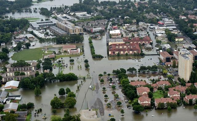 Letecký pohľad na zaplavené oblasti v Baton Rouge, v americkom štáte Louisiana