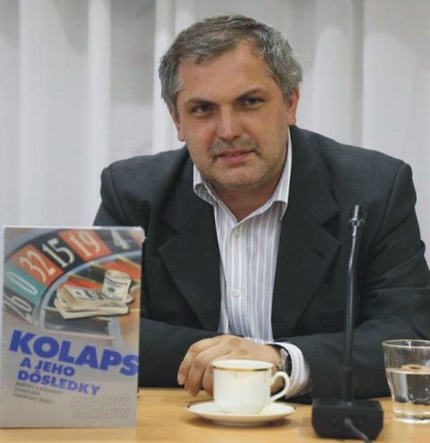 Na snímke politológ Roman Michelko