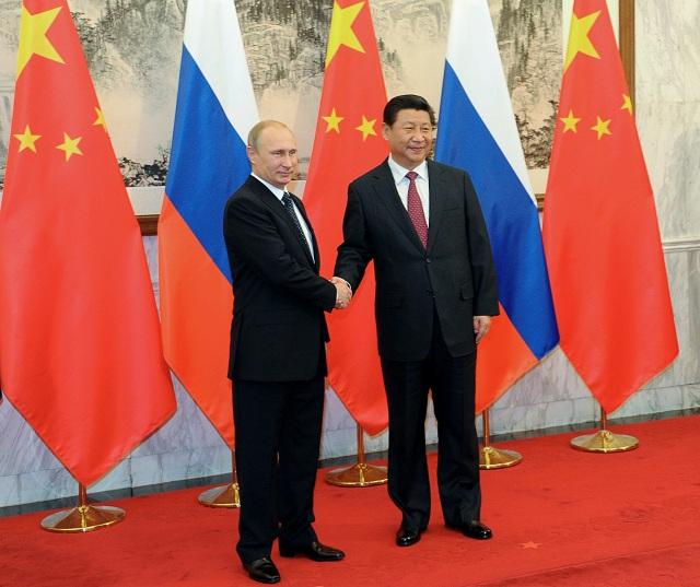 Ruský prezident Vladimir Putin (vľavo) a čínsky prezident Si Ťin-pching