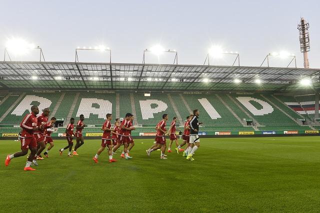 Hráči AS Trenčín počas tréningu na štadióne rakúskeho súpera Rapid Viedeň, pred odvetou play off Európskej ligy Rapid Viedeň - AS Trenčín