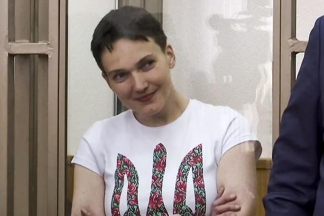 Na snímke z videa ukrajinská pilotka Nadija Savčenková