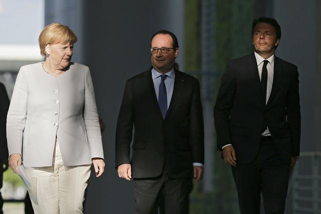 Zľava nemecká kancelárka Angela Merkelová,  francúzsky prezident Francois Hollande a taliansky premiér Matteo Renzi