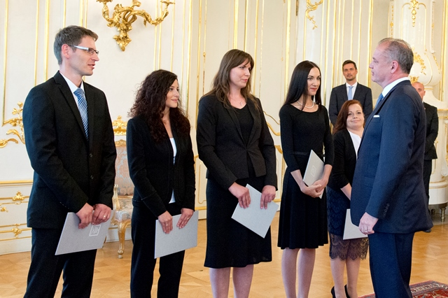 Na snímke vymenovaní sudcovia a prezident Andrej Kiska
