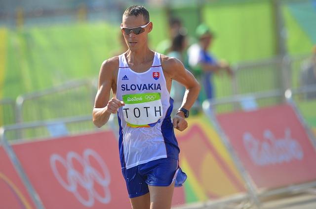 Na snímke chodec Matej Tóth počas chodeckých pretekov na 50 km na XXXI. letných olympijských hrách v brazílskom Riu de Janeiro