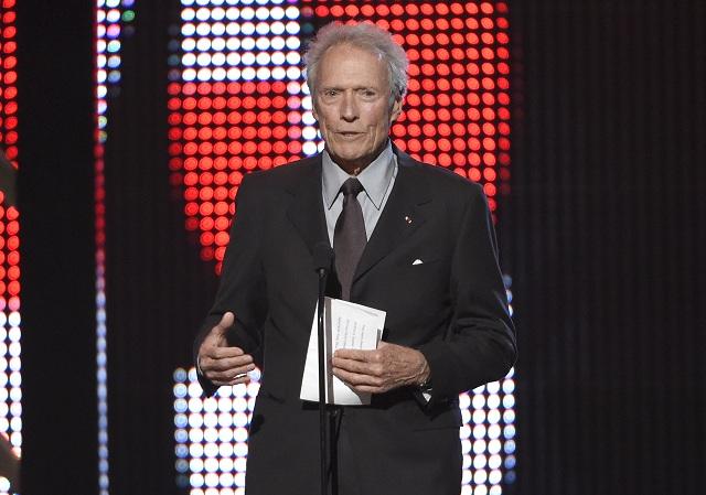 """Clint Eastwood nepodporil prezidentskú kandidatúru Donalda Trumpa, avšak v interview pre najnovšie vydanie magazínu Esquire vyhlásil, že tento realitný magnát môže vo voľbách """"niečo dosiahnuť"""". Podľa Eastwooda je totiž už """"potajme každý unavený z politickej korektnosti.."""