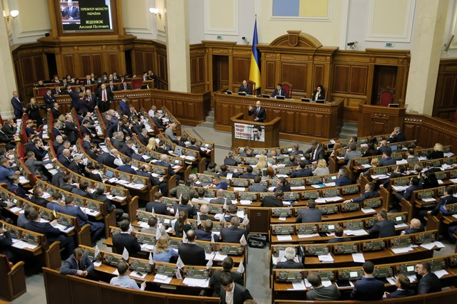 Na snímke poslanci ukrajinského parlamentu