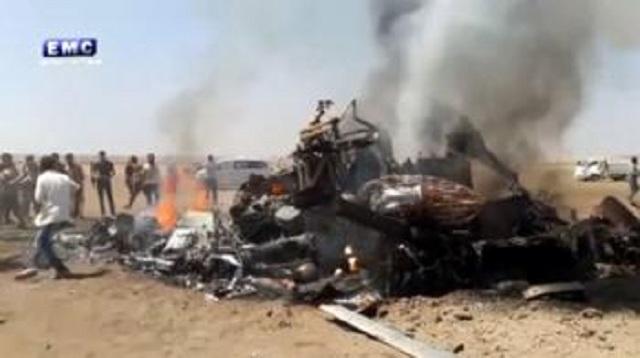 Na videosnímke vrak ruského vrtuľníka, ktorý bol zostrelený v Sýrii 1. augusta 2016. Ruský transportný vrtuľník typu Mi-8 bol zostrelený v Sýrii; zahynulo všetkých päť ľudí na palube stroja