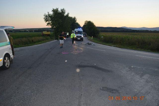 Na snímke nehoda, pri ktorej vyhasol život 15-ročnej cyklistky