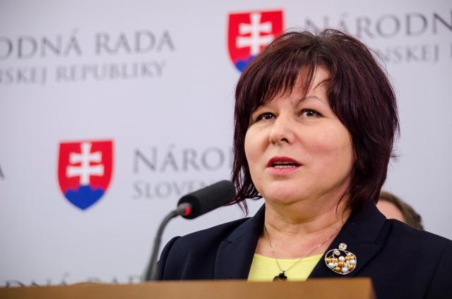 Na snímke Anna Verešová, poslankyňa za hnutie OBYČAJNÍ ĽUDIA a nezávislé osobnosti (OĽANO-NOVA) a členka Výboru NR SR pre ľudské práva a národnostné menšiny
