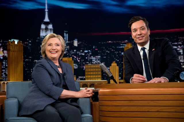 Moderátor Jimmy Fallon a demokratická prezidentská kandidátka Hillary Clintonová počas natáčania svojej Tonight Show v New Yorku 16. septembra 2016