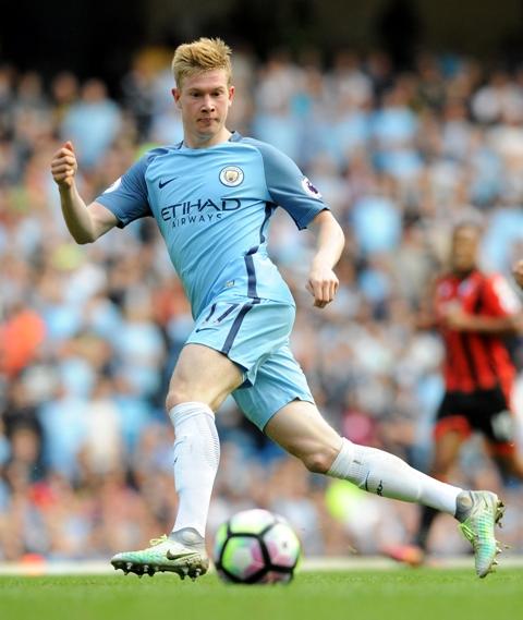 Futbalista Manchesteru City Kevin De Bruyne v zápase 5. kola anglickej Premier League Manchester City – AFC Bournemouth