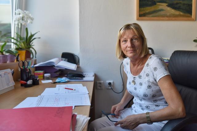 Na snímke riaditeľka Základnej školy s materskou školou na Spartakovskej ulici Lýdia Gašparovičová