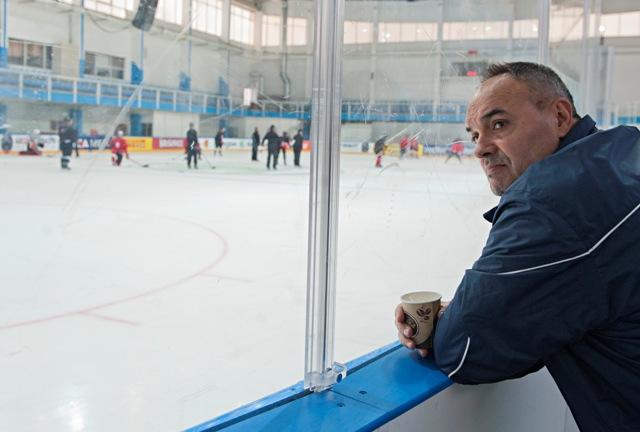 Na snímke tréner Ernest Bokroš